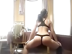 Big booty white girl twerking