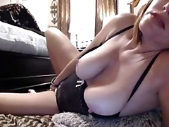 MILF getting down and dirty with her toy - camdystop.com