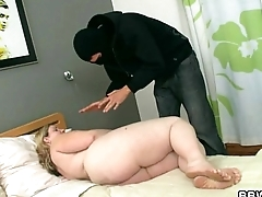Burglar bangs hot-looking plumper