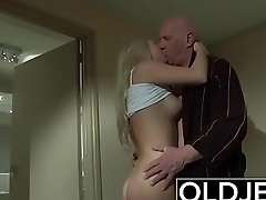 Horny Morning Sex Old Young Porn Girlfriend gets fucked cum shower